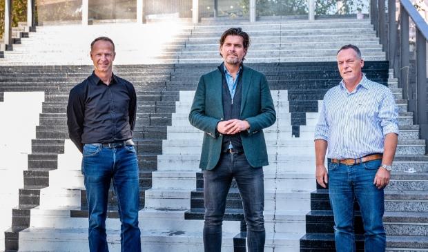 <p>Nik Smit (ACM), John Bes (Almere City FC) en Martin Ort (OVSA). (Foto: aangeleverd)</p>