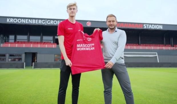 Maarten Pouwels met Teun Jacobs. (Foto: Almere City)