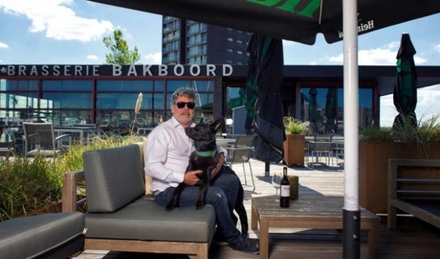 <p>Brasserie Bakboord met eigenaar Taco van der Meer. (Foto: Peter Isaak)</p>