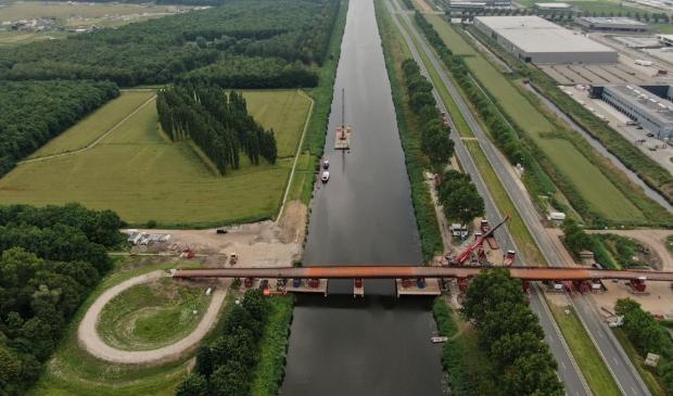 De brug verbindt Stichtsekant met Oosterwold. (Foto: Michiel van Raamsdonk)
