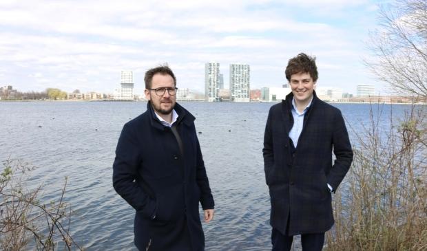 <p>Sander van der Werf (directeur Projectontwikkeling) en Corneel van der Wielen (projectontwikkelaar). (Foto: Almere Zaken)&nbsp;&nbsp;</p>