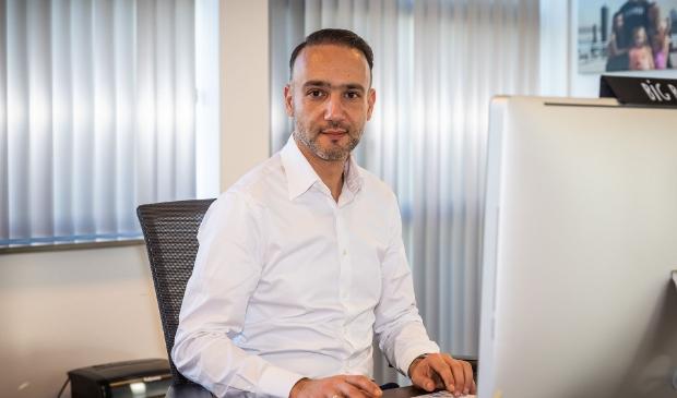 <p>Eigenaar Aziz El-Morabit. (Foto: Almere Zaken)</p>