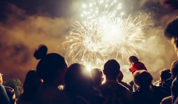 <p>60 procent van de Nederlanders is voorstander van een algeheel vuurwerkverbod, als een centrale vuurwerkshow wordt georganiseerd. (Archiefoto: Shutterstock)</p>