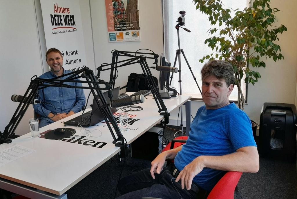Willem Boutkan (PVV) in de podcaststudio. (Foto: Almere DEZE WEEK)