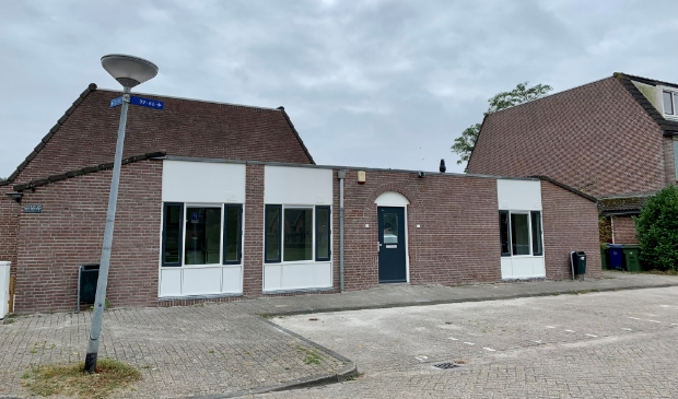 De voormalige snackbar is verbouwd tot twee woningen. (Foto: Almere Zaken)