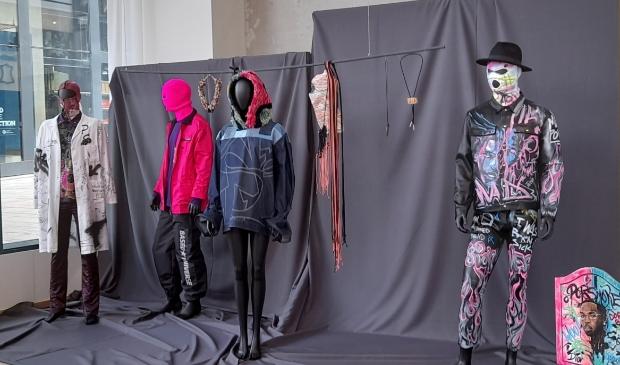 Bijzondere ontwerpen van Almeerse makers. (Foto: Almere DEZE WEEK)  ©