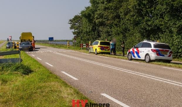 Het ongeluk gebeurde bij de oversteekplaats. (Foto: HV Almere)