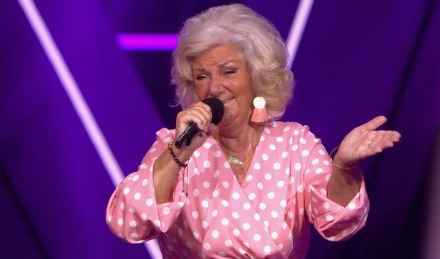 De Almeerse Helma tijdens haar Blind Audition bij The Voice Senior. (Foto: RTL)