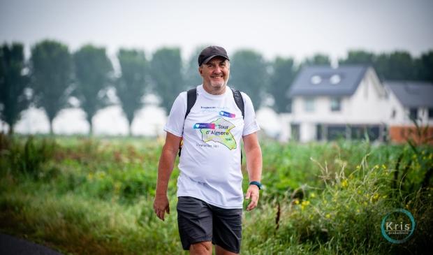 <p>Raymond van Ewijk heeft 50 km gelopen om geld op te halen voor onderzoek naar Post Covid Klachten van het Erasmus MC.&nbsp;</p>