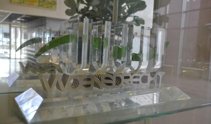 De Promotieprijs prijkt in de hal van het gemeentehuis in Woensdrecht.