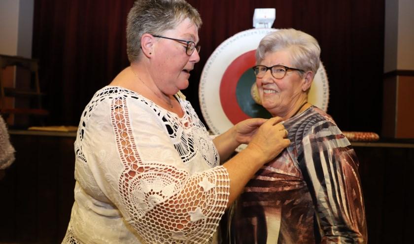 Coby de Kock wordt onderscheiden omdat ze een halve eeuw vrijwilligerswerk doet bij de Zonnebloem afdeling Lepelstraat.