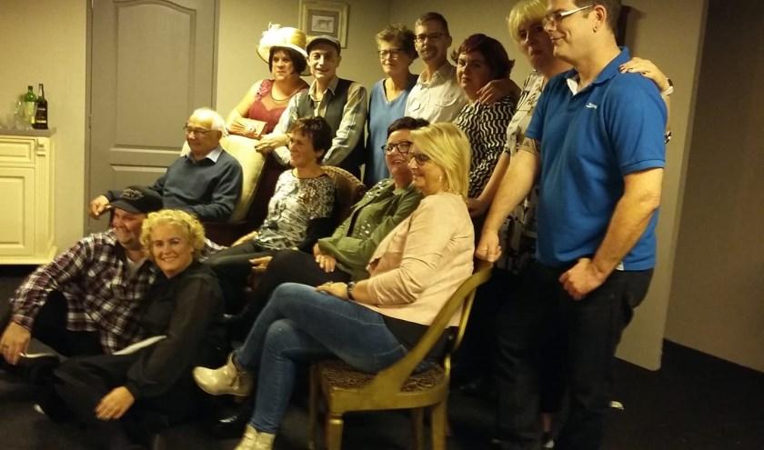 De VIP gasten van vrijdagavond met de cast van Ons Kent Ons
