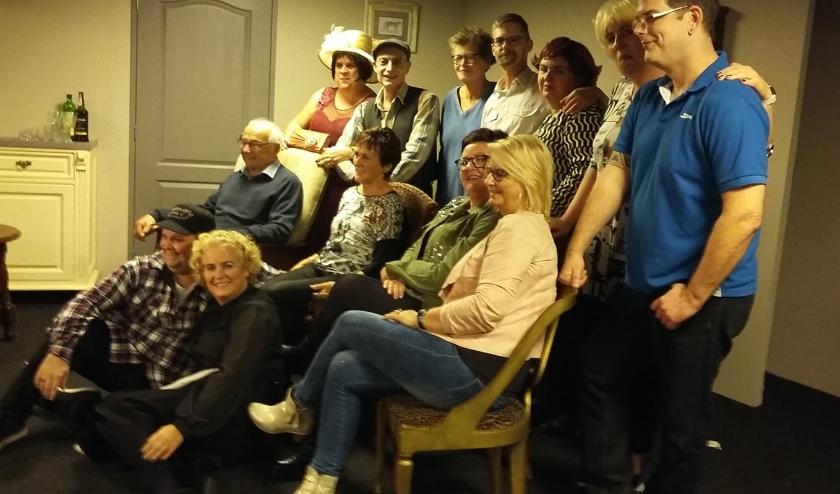 VIP gasten met de cast van Ons Kent Ons bij een eerdere voorstelling.