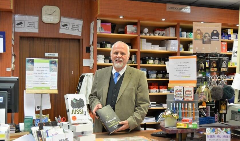 Joost Vermeulen nog even op zijn vertrouwde plek achter de toonbank in de boekhandel.