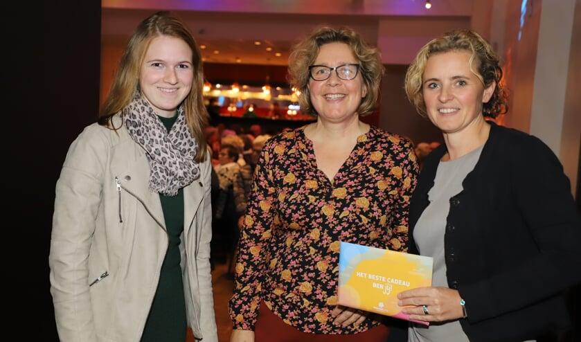 Vlnr: Eline Kuijlen, Marloes Rutten en Katja Kleij van Mantelzorg Bergen op Zoom.