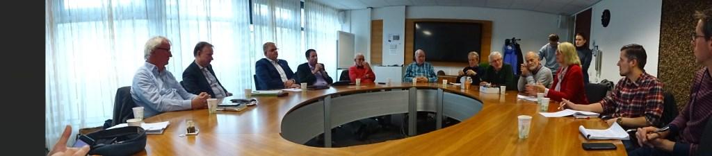 Lepelstraatse delegatie bij de persbijeenkomst over het busvervoer.   © Minerve Pers