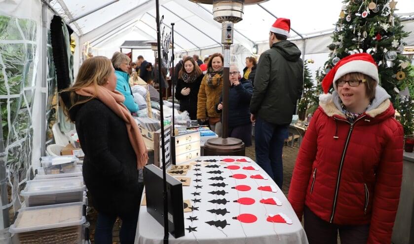 Op de kerstmarkt bij Thomashuis Lepelstraat.