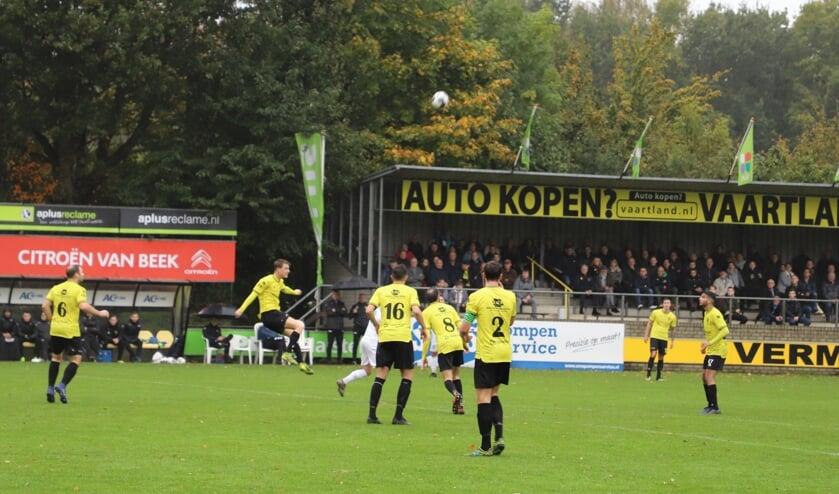 <p>Rksv Halsteren thuis in actie op Sportpark De Beek.</p>