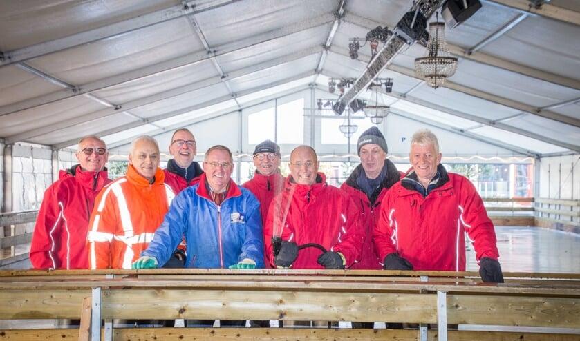 De ijsmeesters zijn klaar voor vier weken ijsplezier op de ijsbaan in Hoogerheide.