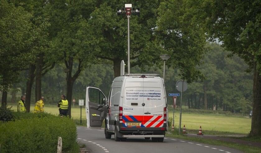 Op de T-splitsing Schansbaan-Wouwseweg is zaterdagavond een 23-jarige motorrijder uit Halsteren verongelukt. De verkeersongevallenanalyse (VOA) van de politie is ter plaatse gekomen om de exacte toedracht van het ongeval vast te stellen.