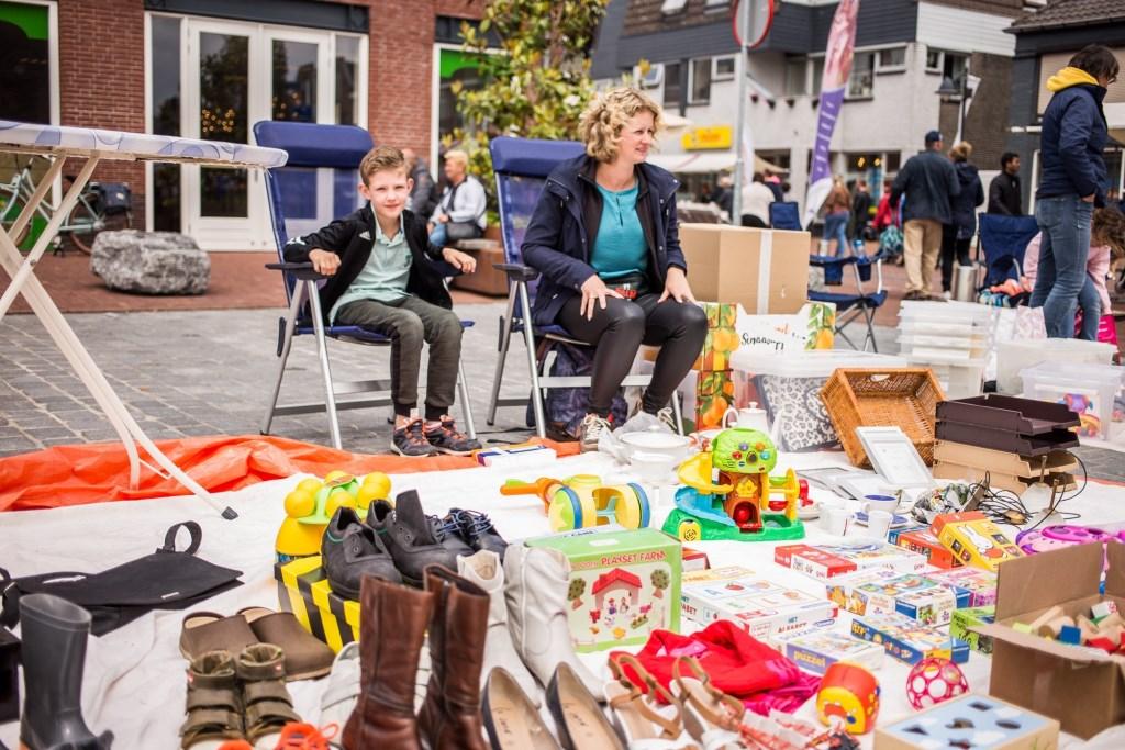 Kinderrommelmarkt op het Ouwe Raedthuysplein  © Minerve Pers