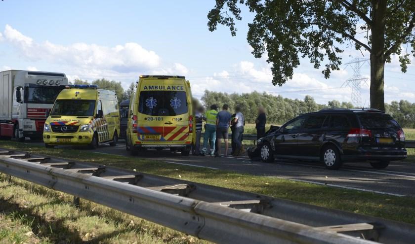 Op de Eendrachtweg tussen Halsteren en Tholen vond zondagmiddag een ongeval plaats waaraan een persoon nekklachten overhield.
