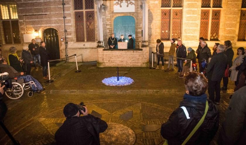 Dit monument blijft tot 29 januari te zien op de binnenplaats van het Markiezenhof. Daarna verhuist het naar de urnentuin bij crematorium Zoomstede aan de Mastendreef.