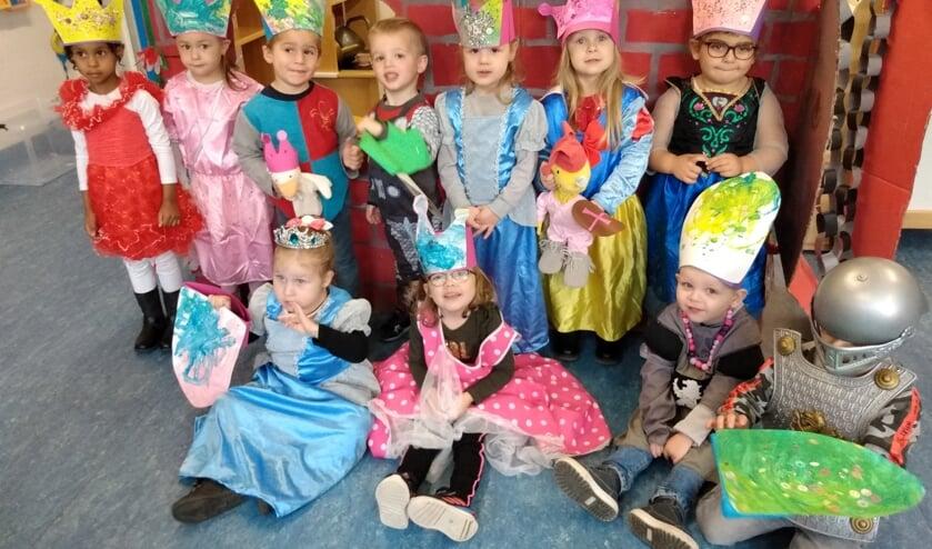 Peuters Het Ganzenhok op de catwalk als prinsessen en ridders.