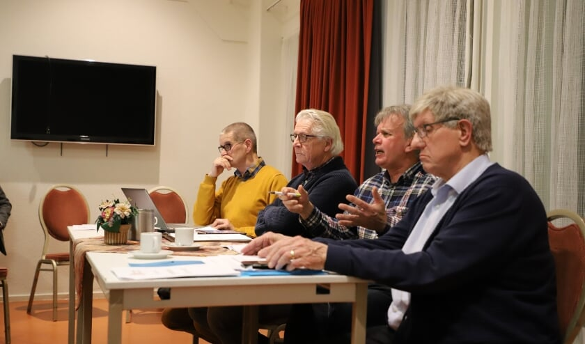 Overleg in Dorpsraad Halsteren.