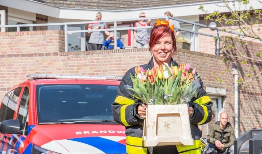 Brandweervrijwilliger Kim Vriens wilde iets doen voor haar eenzame dorpsgenoten.