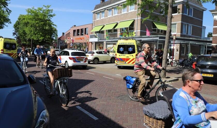 Consternatie in en rond de PLUS supermarkt in Halsteren waar een man een epileptische aanval kreeg en gewond raakte aan het hoofd.