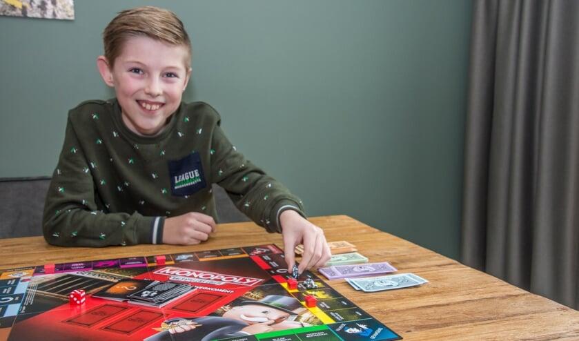 <p>Kai Bogers houdt van bordspellen en vindt de Monopoly valsspelers-editie het allerleukst.</p>