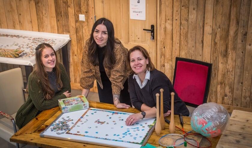 <p>Sanne, Elise en Yolande van Op &#39;t Dorp houden ouderen actief.</p>