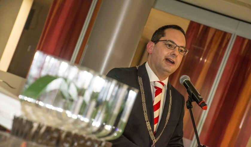 Burgemeester Adriaansen tijdens een eerdere nieuwjaarsreceptie.