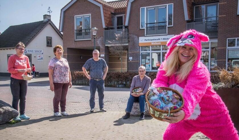 <p>Christina, vorige week nog Paashaas in Woensdrecht,&nbsp; geeft zaterdag Zumba in Hoogerheide.</p>