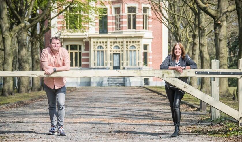 Paul Schut en Betsy de Kock op een leeg Landgoed De Beek.