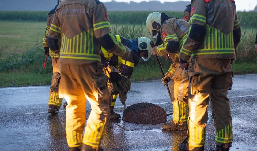 <p>Bij wateroverlast gingen in Halsteren op diverse plaatsen putdeksels drijven.&nbsp;</p>