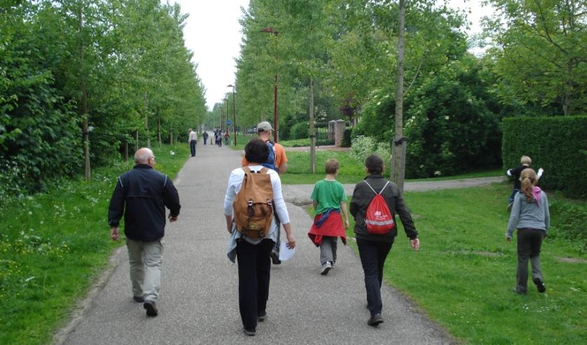 Mensen kunnen zelf (met 1,5 meter afstand) gaan wandelen.