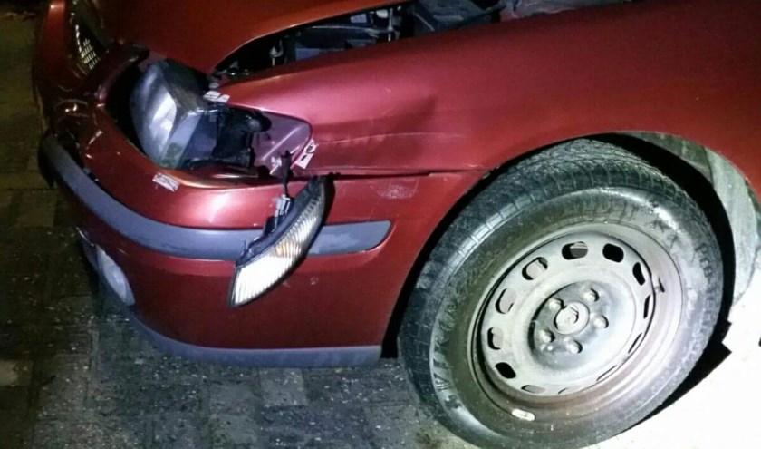 Schade aan geparkeerde auto in Cuijk. (foto: Politie Cuijk)