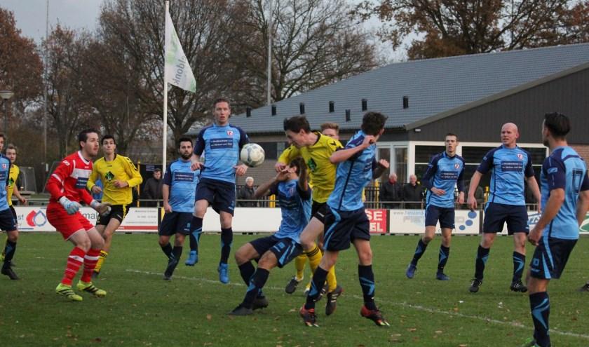 De KNVB overweegt de competitie in het seizoen 2017-2018 pas op 23/24 september te laten starten. (foto: Peter Kuijpers)