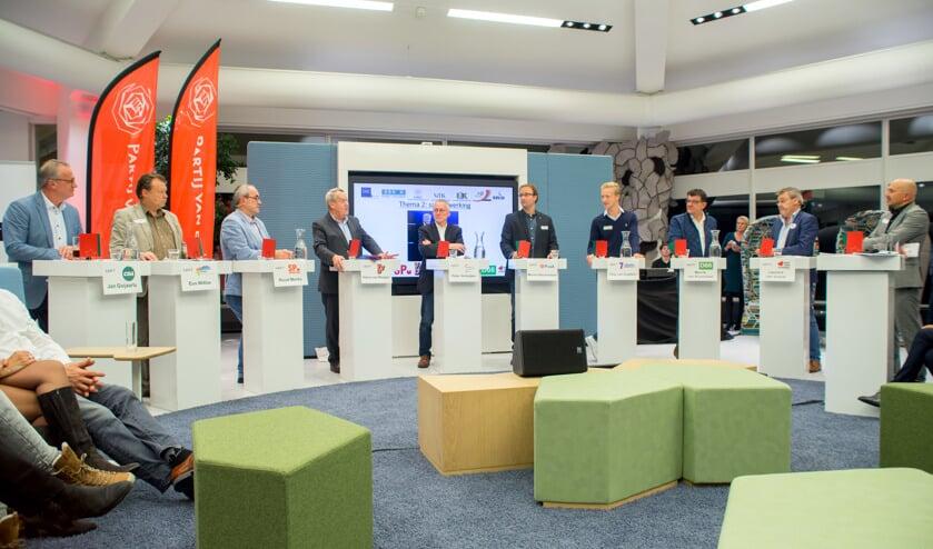 De negen lijsttrekkers in debat voor ondernemend Meierijstad (foto Margot van Kleef).