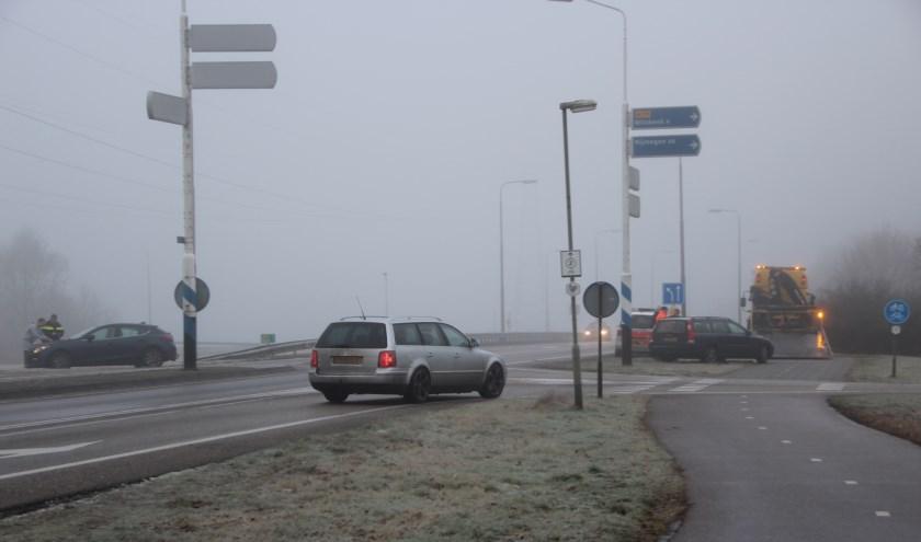 Auto's op elkaar op Brabantweg in Gennep. (foto: SK-Media)