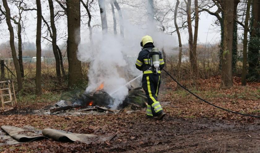 Rommel in brand gestoken aan Gansakker in Katwijk. (foto: SK-Media)