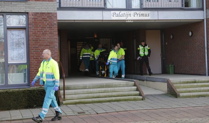 Twee personen zijn afgevoerd naar het ziekenhuis. (foto: SK-Media)