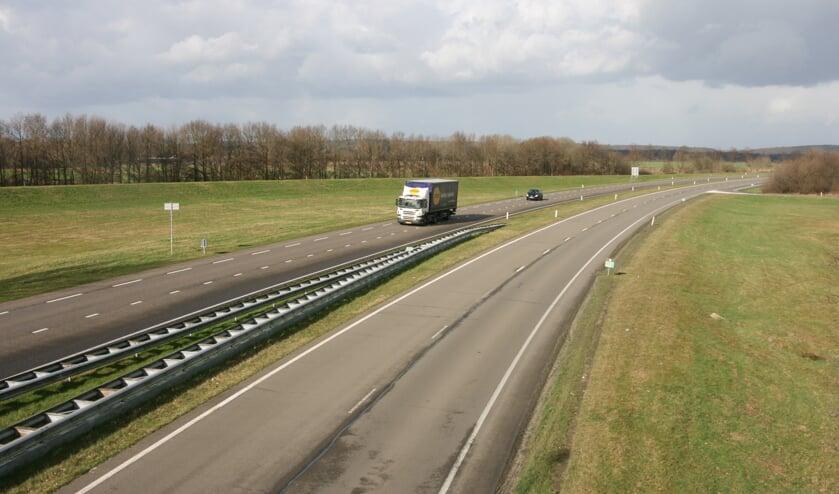 De N271 bij Gennep en Heijen is onder handen genomen. (foto: De Maas Driehoek)