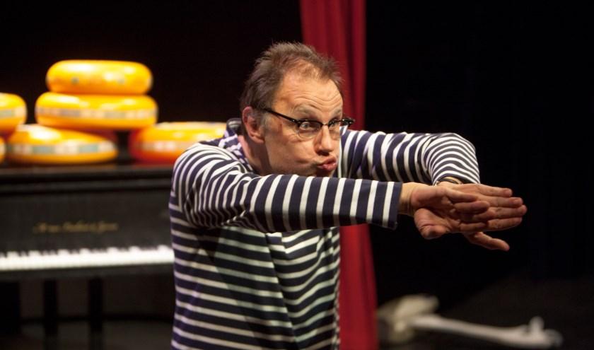 Cabaretier Mark van de Veerdonk tijdens zijn show Kaaskleum.