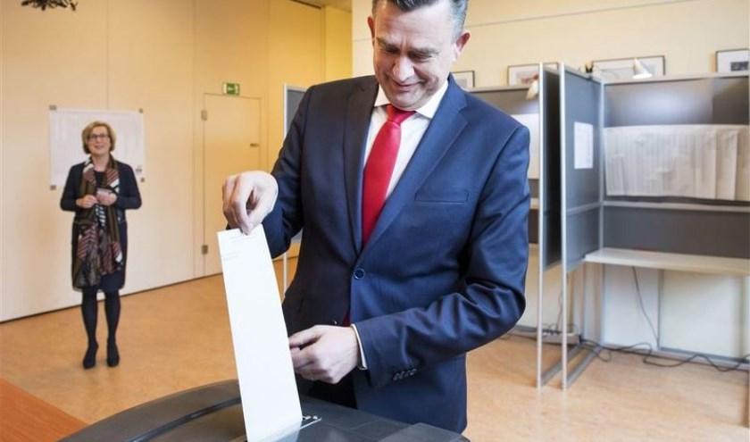 Emile Roemer stemt in Boxmeer.
