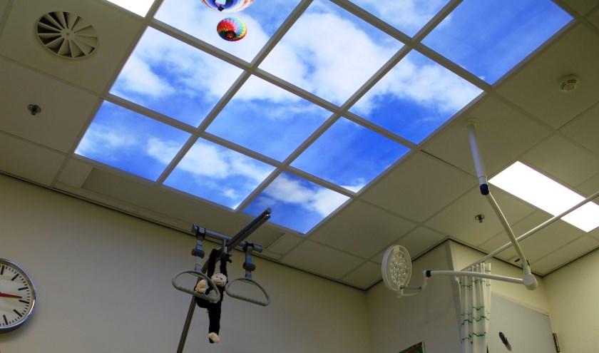 Led wolkenplafond in de gipskamer van het Maasziekenhuis.
