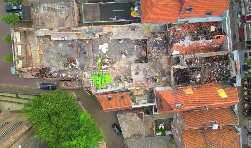 Het afgebrande Palazzotheater vanuit de lucht.