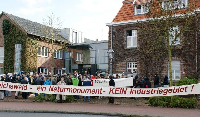 Eerder protest tegen de bouw van windmolens in het Reichswald nabij de Duitse grens in Ven-Zelderheide.